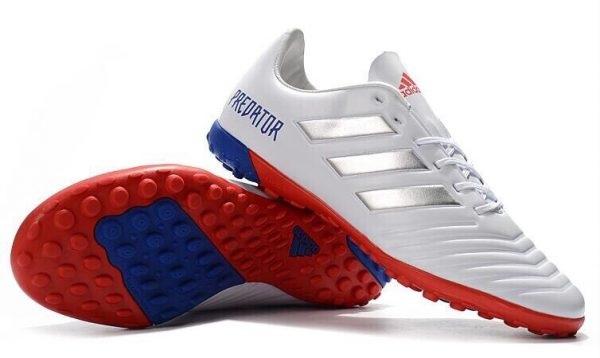 4 đặc điểm của giày đá bóng sân cỏ nhân tạo