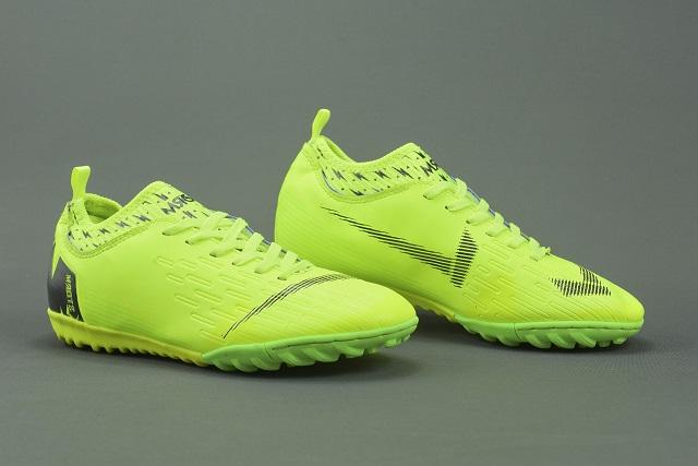 Bí quyết chọn giày đá bóng cho người mới