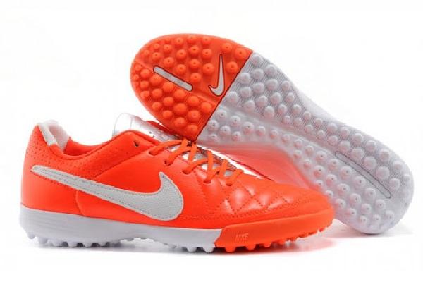 Lưu ý khi chọn giày đá banh sân cỏ nhân tạo