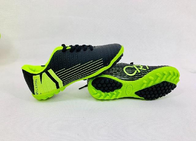 Bí quyết chọn giày bóng đá chuẩn size cho trẻ em