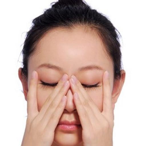 Day massage vàbấm huyệt phòng và chữa lão hóa mắt.