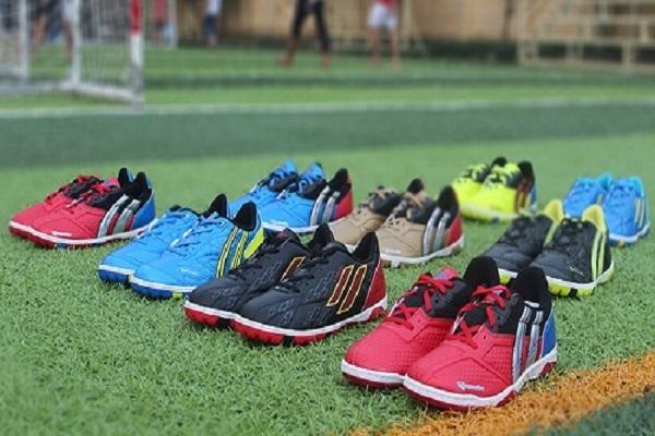 Giày đá bóng giá rẻ tại Việt Nam