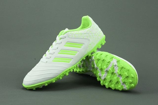 Lựa chọn giày đá bóng Adidas chính hãng cho sân cỏ nhân tạo