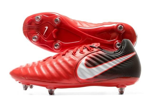 Thời điểm sử dụng giày đá bóng đinh sắt